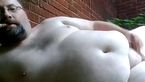 Bicigarguy jerking off in the yard